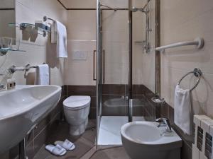 A bathroom at Hotel Terme Marco Polo