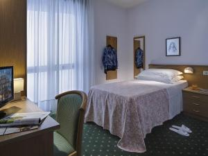 A bed or beds in a room at Hotel Terme Marco Polo