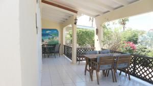 Uma varanda ou terraço em Holiday House Royal Palm Piscadera