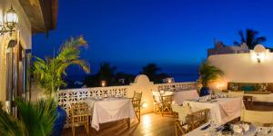 A restaurant or other place to eat at Kisiwa House