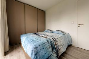 A bed or beds in a room at Jef