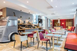 A restaurant or other place to eat at Aparthotel Adagio Lille Centre Grand Place