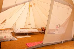 A bed or beds in a room at Gorsey Meadow, Norfolk