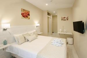 Кровать или кровати в номере Amarena Hotel