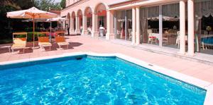 Der Swimmingpool an oder in der Nähe von Hotel De La Paix
