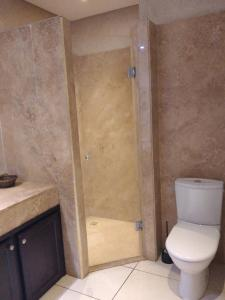 A bathroom at Votre appartement a Marrakech