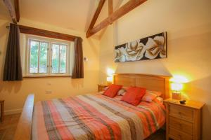 A bed or beds in a room at Ardevora Vean