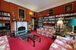 A seating area at Lamellen House