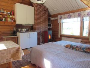 Majoituspaikan Ukonloma Cottages keittiö tai keittotila