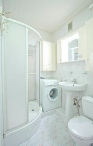 A bathroom at Serviced Apartments Krasnopresnenskaya