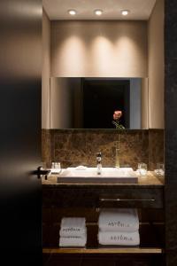A bathroom at Hotel Astoria
