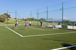 Tennis and/or squash facilities at Robinson Club Daidalos or nearby