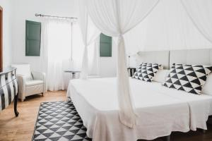 A bed or beds in a room at Buenavista & Suites