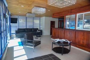 A seating area at Hotel Jaraba