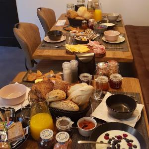 Breakfast options available to guests at B&B La Vita Verde