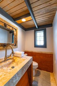 A bathroom at 2B Cottage at Saunders Beach