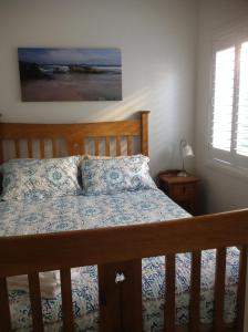 A bed or beds in a room at The Friendly Chat Bed and Breakfast