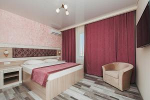 A bed or beds in a room at Hotel Venera Resort