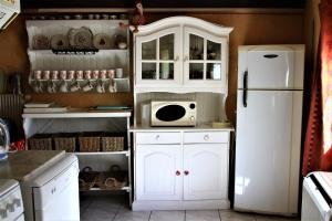 A kitchen or kitchenette at Gite Loredana