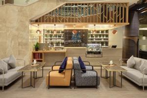The lounge or bar area at Novotel Jakarta Cikini