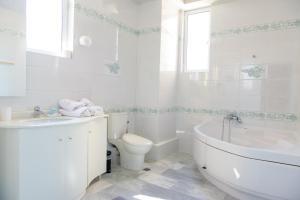 A bathroom at Eva Apartments