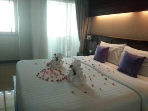 A bed or beds in a room at Nordwind Hotel