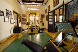 Фитнес-центр и/или тренажеры в Duta Guest House
