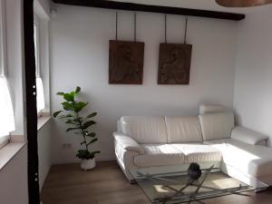 Ein Sitzbereich in der Unterkunft amazing historical appartment