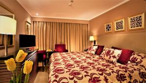 A bed or beds in a room at Steigenberger Legacy Nile Cruise - Every Monday 07 & 04 Nights from Luxor - Every Friday 03 Nights from Aswan