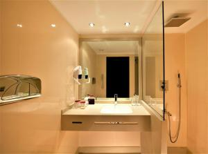 A bathroom at Steigenberger Legacy Nile Cruise - Every Monday 07 & 04 Nights from Luxor - Every Friday 03 Nights from Aswan