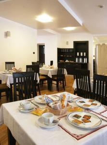 Un restaurante o sitio para comer en Hotel Mary
