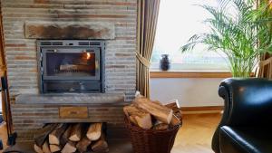 Een zitgedeelte bij Ferienhaus Blick auf Dedenborn