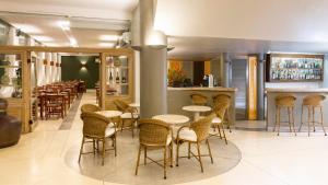 The lounge or bar area at Hotel Porto Di Mare