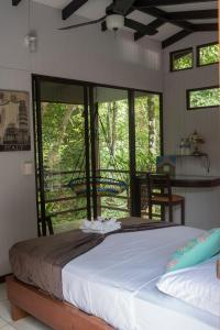 A bed or beds in a room at La Uvita Perdida