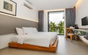 Giường trong phòng chung tại Saint Simeon Resort & Spa Long Hai