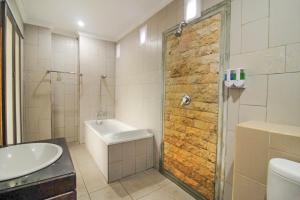 A bathroom at Pondok Kutuh Guest House