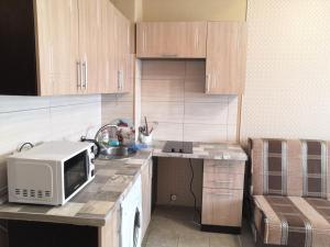 Кухня или мини-кухня в Апартаменты-студио на Фрунзе 2