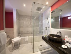 A bathroom at Hotel Spa Ciudad de Astorga By PortBlue Boutique