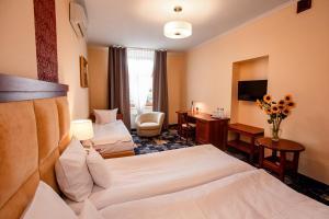 Łóżko lub łóżka w pokoju w obiekcie Hotel Hubertus Rzeszów