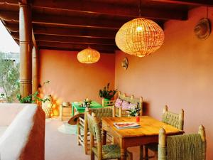 A restaurant or other place to eat at Riad Dar Balthazar