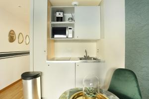A kitchen or kitchenette at Residence St Dominique - Eiffel Tower(Pierre Villay)