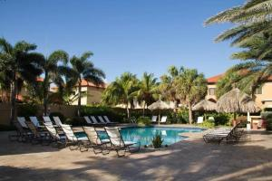 A piscina localizada em BEAUTIFUL HOUSE WITH PRIVATE POOL IN GOLD COAST ou nos arredores