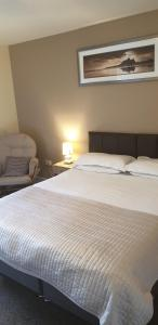 A bed or beds in a room at Red Lion Inn