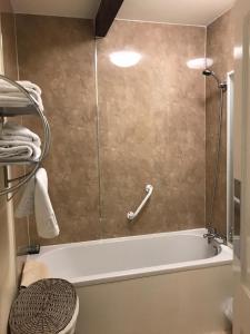 A bathroom at Red Lion Inn