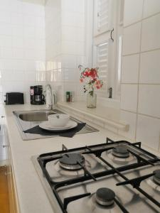 A cozinha ou cozinha compacta de Landhuis Klein Santa Martha Boutique Hotel Restaurant.
