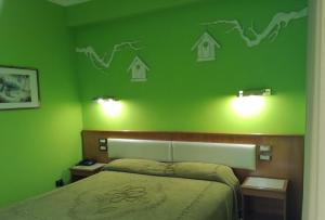 A bed or beds in a room at FILIPPONE HOTEL&RISTORANTE