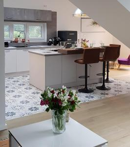 A kitchen or kitchenette at Fantastic Penthouse-Apartment 72 sqm 10min to Messe
