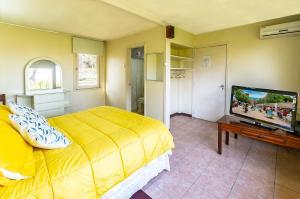 Una cama o camas en una habitación de Hotel Málaga