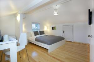A bed or beds in a room at Dreamer`s B&B Cihangir