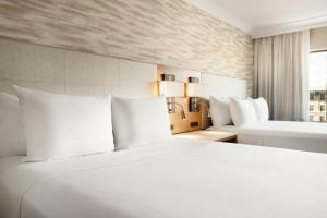 A bed or beds in a room at Radisson Hotel Baltimore Downtown-Inner Harbor